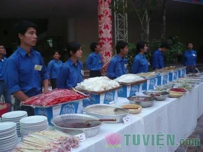 Teen Hà Thành háo hức đi ăn chay