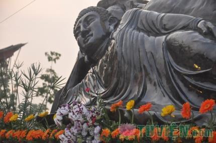 Xác lập kỷ lục pho tượng Phật nhập Niết-bàn bằng đá Saphir
