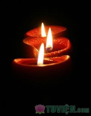 Ý Nghĩa Chuyện Bà Lão Cúng Đèn Thời Đức Phật