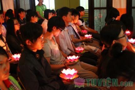 Trước ngày thi hàng ngàn sĩ tử lên chùa cầu nguyện