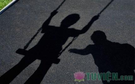 Thượng tọa Thích Nhật Từ: Cha mẹ hãy biết chậm giàu một chút để lo cho con