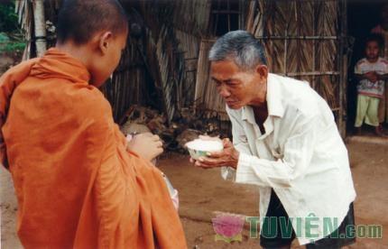 Ý nghĩa của Nghi lễ, sự Cúng dường và lễ Khai tâm trong đạo Phật