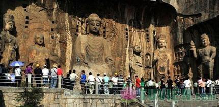 Long Môn động, nơi lưu giữ số lượng lớn các tác phẩm điêu khắc Phật giáo