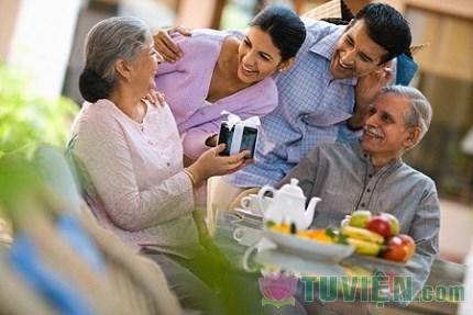 Đừng đợi đến khi có tiền mới báo hiếu cho cha mẹ