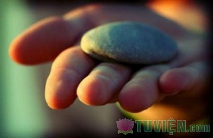 Đừng mang đá đặt ở trong tâm