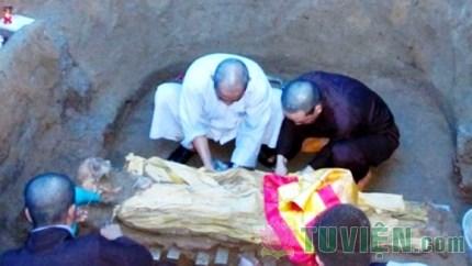 Hài cốt Hòa thượng chôn mấy chục năm mà không phân hủy