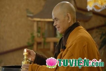 Học cách đảnh lễ Thiền sư Thích Nhất Hạnh trong mùa Vu lan báo hiếu