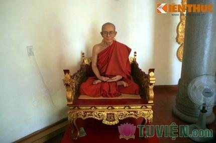 Huế: Kinh ngạc tượng Thiền sư giống hệt người thật