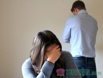 Người phụ nữ có cần chịu đựng một ông chồng nát rượu và hay đánh vợ không?