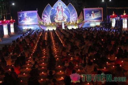 Niềm vui và nỗi niềm đêm Pháp hội hoa đăng vía Phật A Di Đà