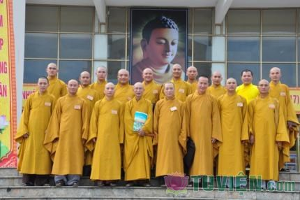 Tại sao tất cả tu sĩ Phật giáo Việt Nam đều lấy họ Thích?