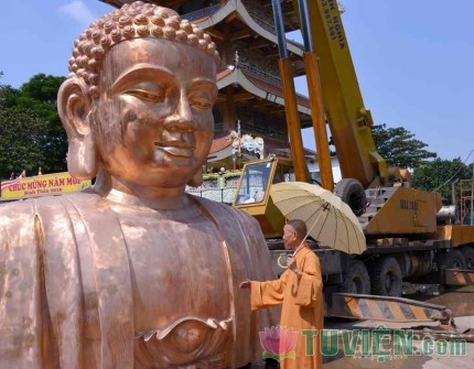 Thỉnh tượng đồng Bổn Sư lớn nhất Việt Nam lên sàn chánh điện Việt Nam Quốc Tự