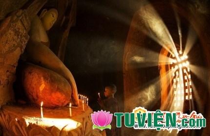 """Tinh thần """"Vô ngã vị tha"""" trong văn học Phật giáo Việt Nam"""