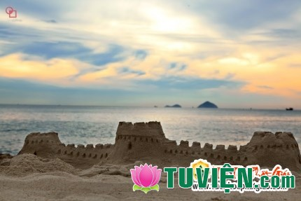 Toàn bộ đời sống của mình chỉ là những lâu đài trên cát
