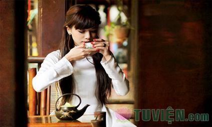 Uống trà đêm trăng