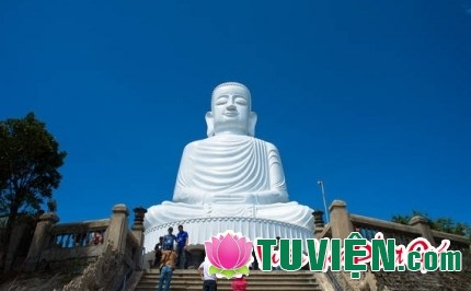 Vác lễ nặng trèo núi cao lên chùa thiêng vì sao vẫn không được Thần Phật phù hộ?